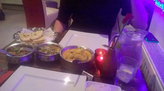 Nepalese Gurkha Restaurant: Vegetable Korma, Sag paneer, Saag aloo + Peshwari Naan