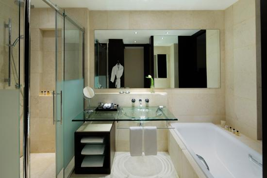 Park Hyatt Jeddah - Marina, Club & Spa: Bathroom