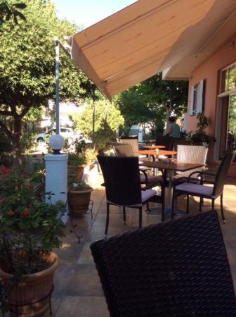 Americana Hotel: terrasje