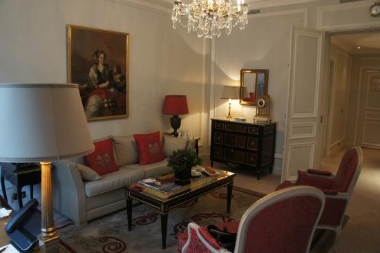 salon picture of hotel plaza athenee paris tripadvisor. Black Bedroom Furniture Sets. Home Design Ideas