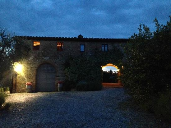 ‪‪Agriturismo Marciano‬: Nightfall, family suite on left w lights on‬