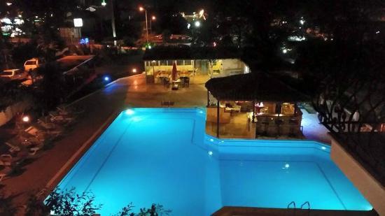 Our Place Havuz Manzarası