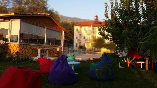 Our Place Hotel Bahçe Keyfi