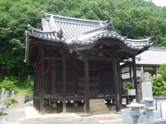 "Zempuku-ji Temple: 岡山県指定重要文化財 ""釈迦堂"""