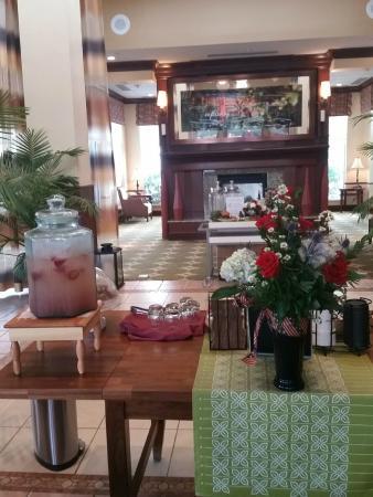 Hilton Garden Inn Morgantown: Lobby & Restaurant