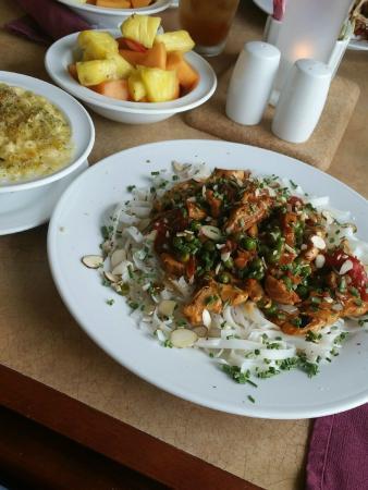 Hilton Garden Inn Morgantown: Sesame Chicken Pasta w/Rice Noodles