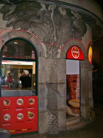 Residencia do Sul: near the hotel fast food