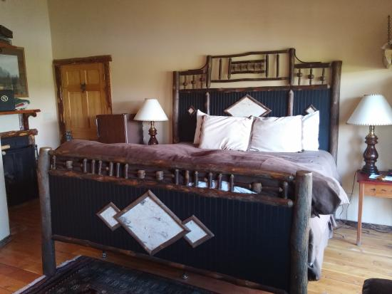 Bar-N-Ranch: Nice King Size Bed