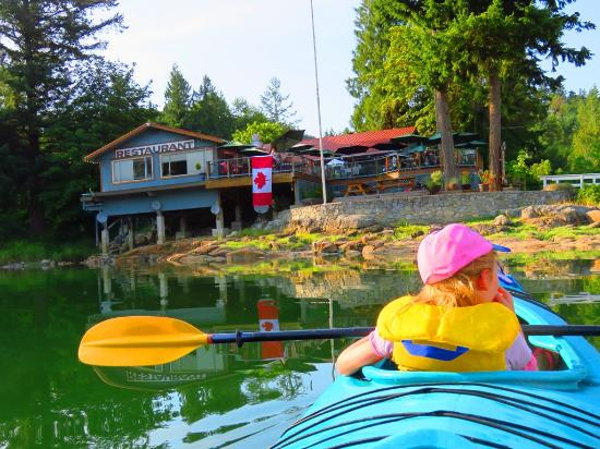 Sunshine Coast Resort Hotel & Marina: free kayaking to the pub across the waterway
