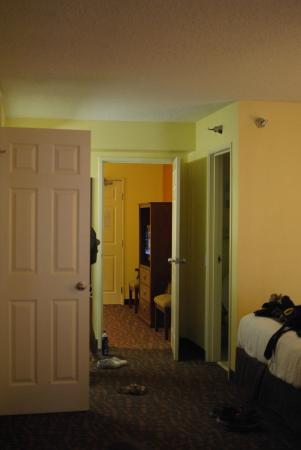 BEST WESTERN Louisville East: looking from room into living room