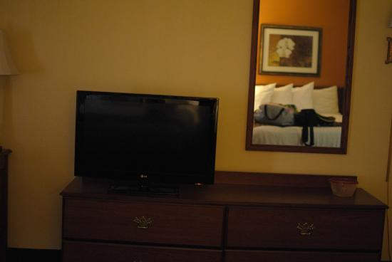 Best Western Louisville East: TV in bedroom
