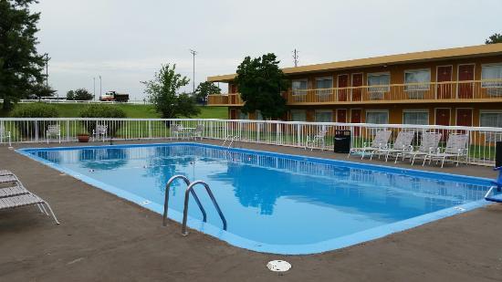 Wingfield Inn: Pool area
