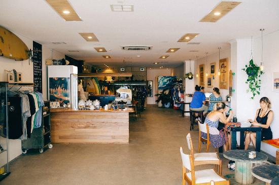 Coolum Beach, Australia: Shop Space