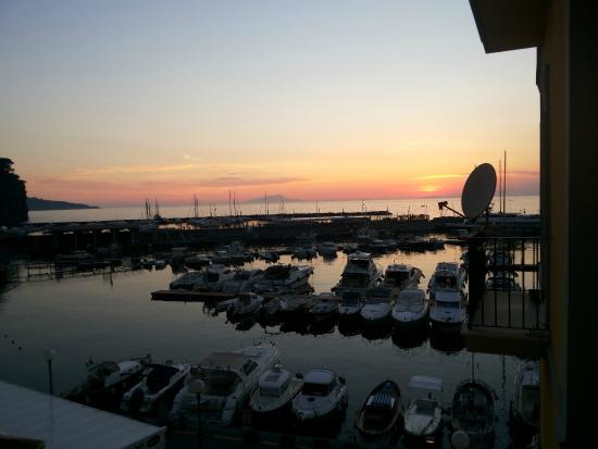B&B L'Approdo : Vista da janela do hotel ao pôr do sol
