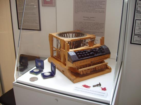 http://www.typewritermuseum.com
