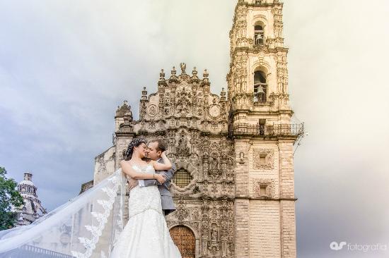 Village of Tepotzotlan: Wedding in Tepotzotlan