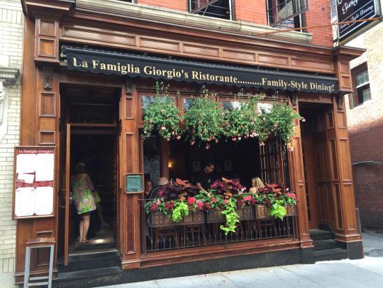 La Famiglia Giorgio's: Entrance