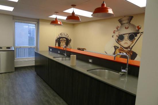 Les Studios Hotel: common kitchen area