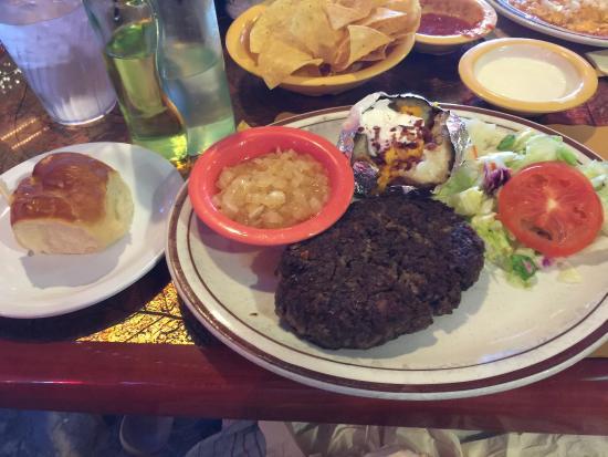 Henry's: Yummy hamburger steak!