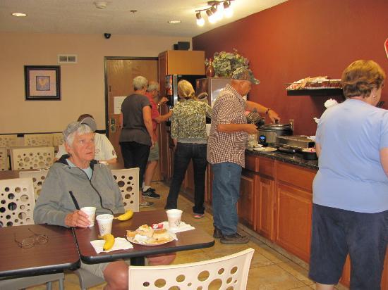Baymont Inn & Suites Washington Court House: Wonderful complimentary Breakfast !