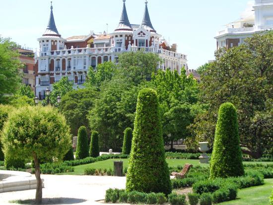 Parque del retiro palacio de cristal madrid espa a for Parques de madrid espana