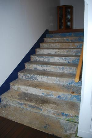 Sugarloaf Point Lighthouse Holiday Accommodation: Sandstone steps leading to kitchen