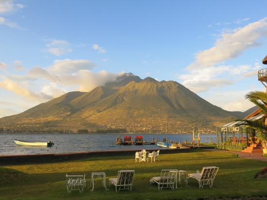 PuertoLago Country Inn: Laguna de San Pablo and Imbabura volcano.