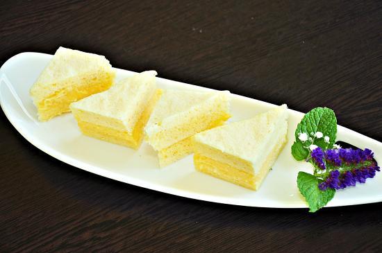 Edge Hill, Австралия: Steamed Custard Sponge Cake