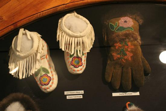Carmacks, Canada: Beautiful bead and leather work