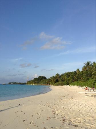 Kuramathi: One of the many beaches; stunning