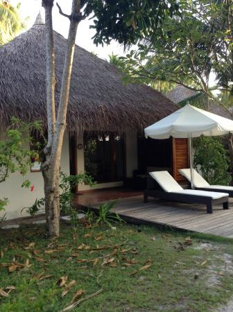 Kuramathi: Exterior of the Beach Villa with Jacuzzi where my friends stayed