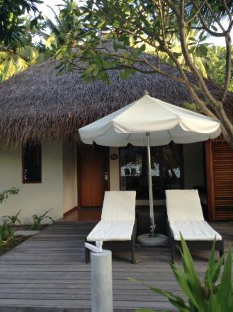 Kuramathi: Exterior of Beach Villa with Jacuzzi