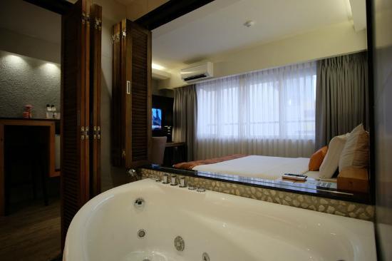 Cuarto Hotel Cebu: Luxury Class Bath