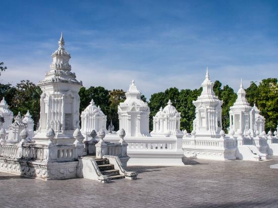 Wat Suan Dok - Picture of Wat Suan Dok, Chiang Mai - TripAdvisor