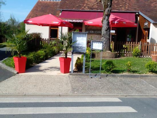 Parnac, France: Vue de la route