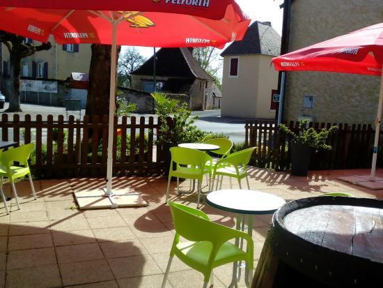 Parnac, France: Terrasse ombragée