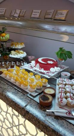 Alize Hotel: fab cakes