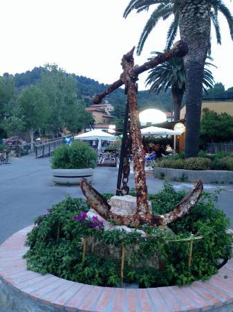 Residence Hotel Villa Mare : PIAZZATTEA DI FRONTE ALL'HOTEL