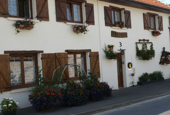 Les Petites-Loges, Francia: Le Trilogis  extérieur fleuri
