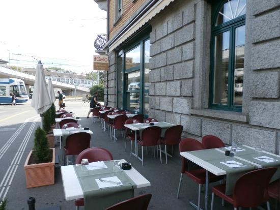 Ristorante Pizzeria il Gallo : Sidewalk seating