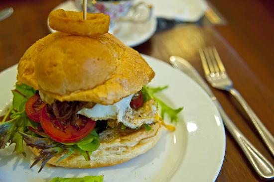 Spice of Life Cafe & Deli: angle beef burger add egg