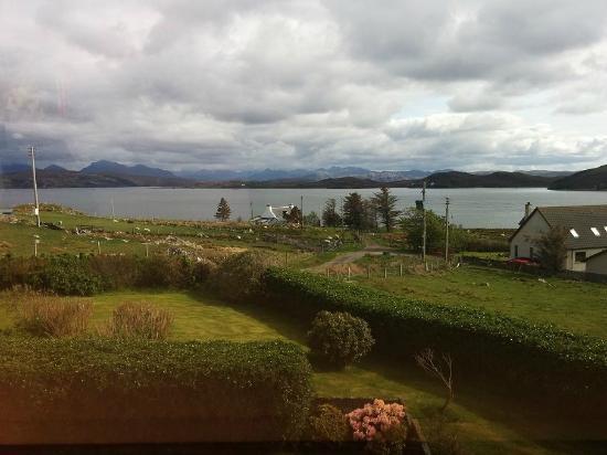 Tranquility Bed and Breakfast: Blick aus dem Dachfenster des Zimmers auf den Loch Ewe