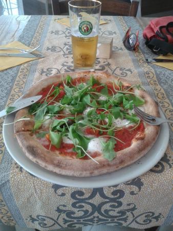 Sarnico, Italie : pizza sorrentina