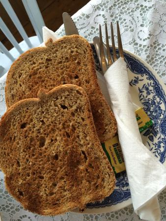 Thornton, UK: English breakfast, salade niçoise.