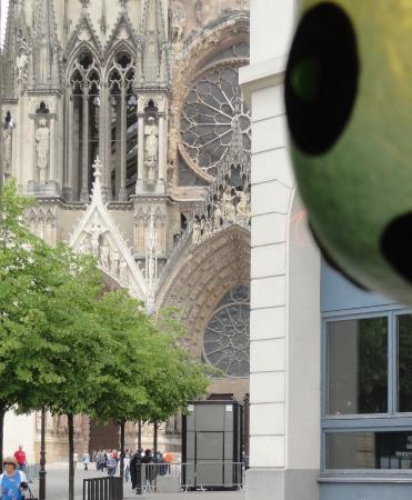 Le Colibri : Чашка кофе с видом на Реймсский собор