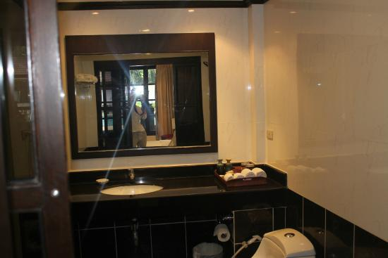 Royal Orchid Resort ванная
