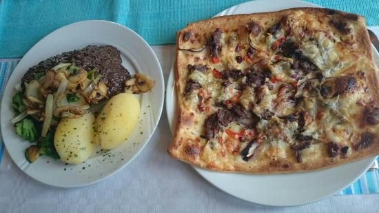 Furuhaugli Turisthytter: From the lunch menu there is reindeer pizza and from the normal menu, wild meat burger with vege