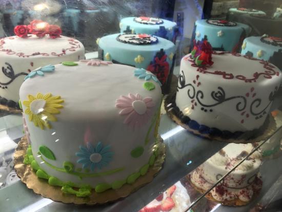 tortas decoradas con fondant - Picture of Carlo's Bakery, New York ...