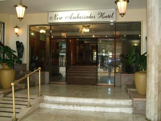 New Ambassador Hotel Harare : 正面玄関