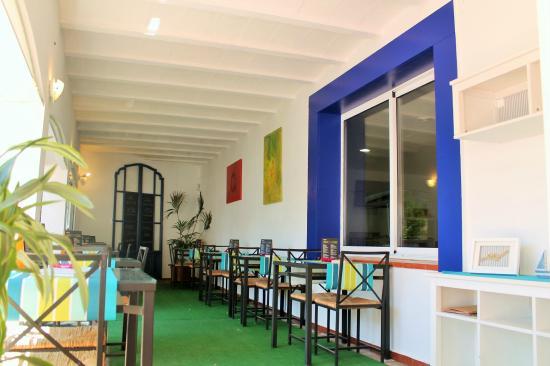 Hotel La Caleta de Tamariu: Comedor / Jardín